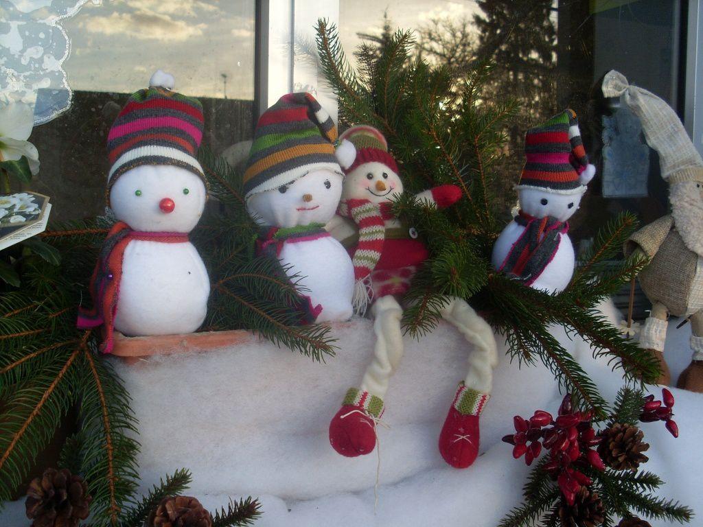 Sapins et bonhommes de neige