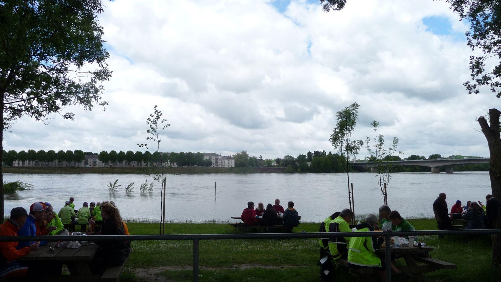 Un pique-nique au bord de la Loire, à Saumur.