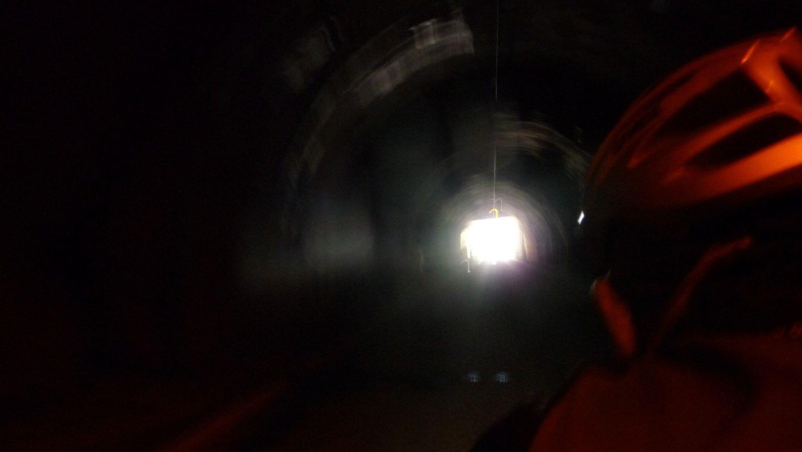 Le tunnel qui nous fait éviter un de 3km5 interdit aux vélos.