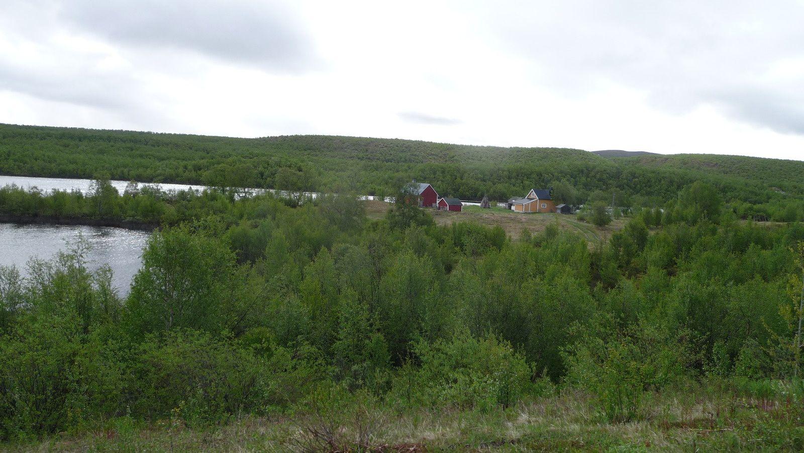 Une ferme en pleine campagne.