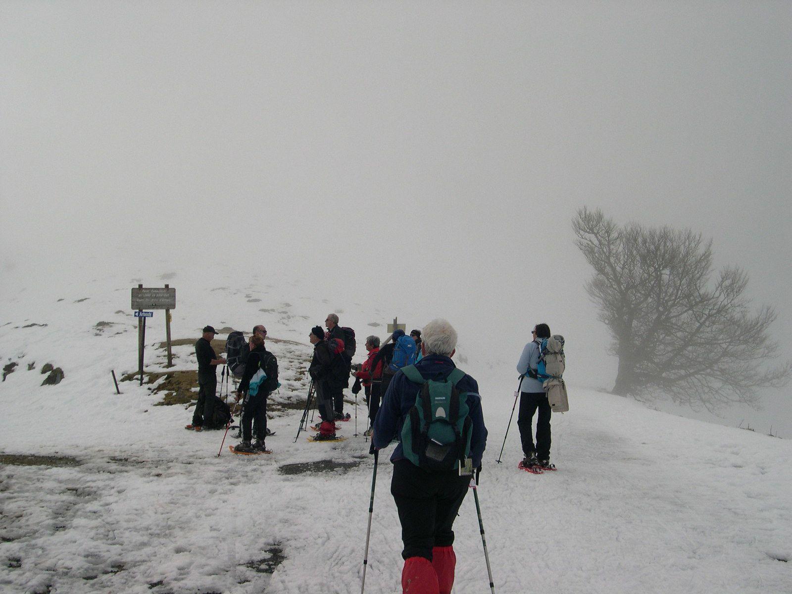 Avant l'arrivée, le brouillard revient.