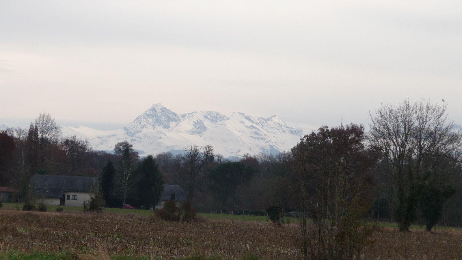 Coup du zoom sur le Pic du Midi de Bigorre.