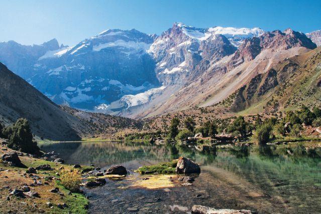 Un paysage du Pamir et une vue aérienne de Douchanbé