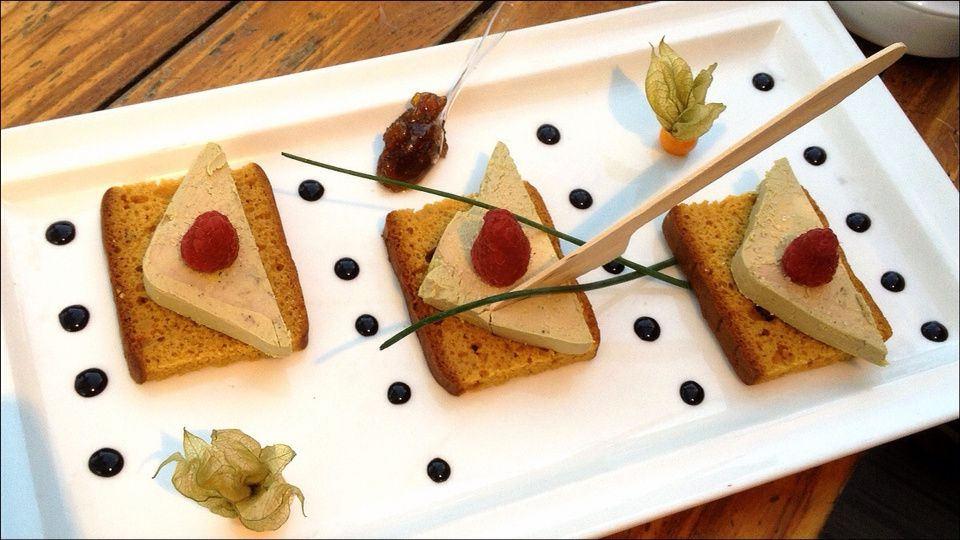 Foie gras sur pain d 39 pices visions gourmandes for Comment presenter du foie gras