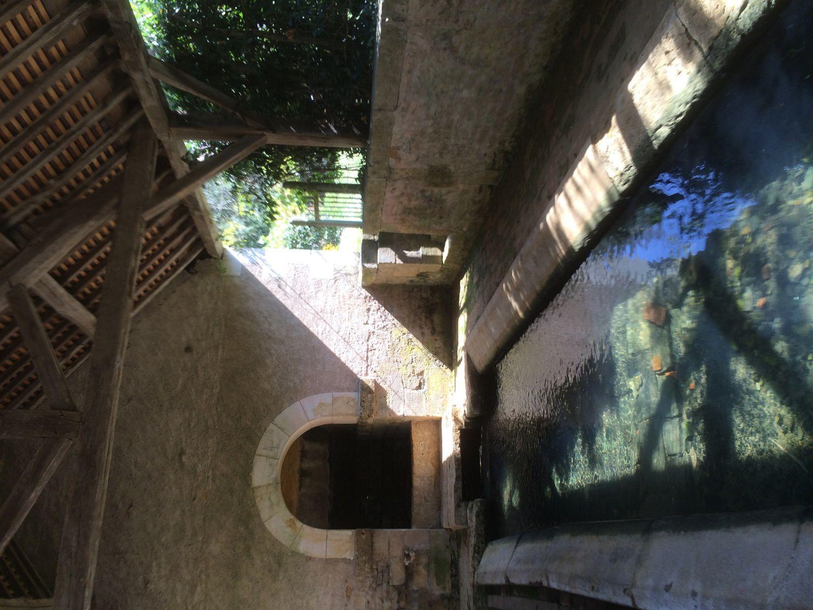 Lavoir de Menestreau, Nièvre, septembre 2014