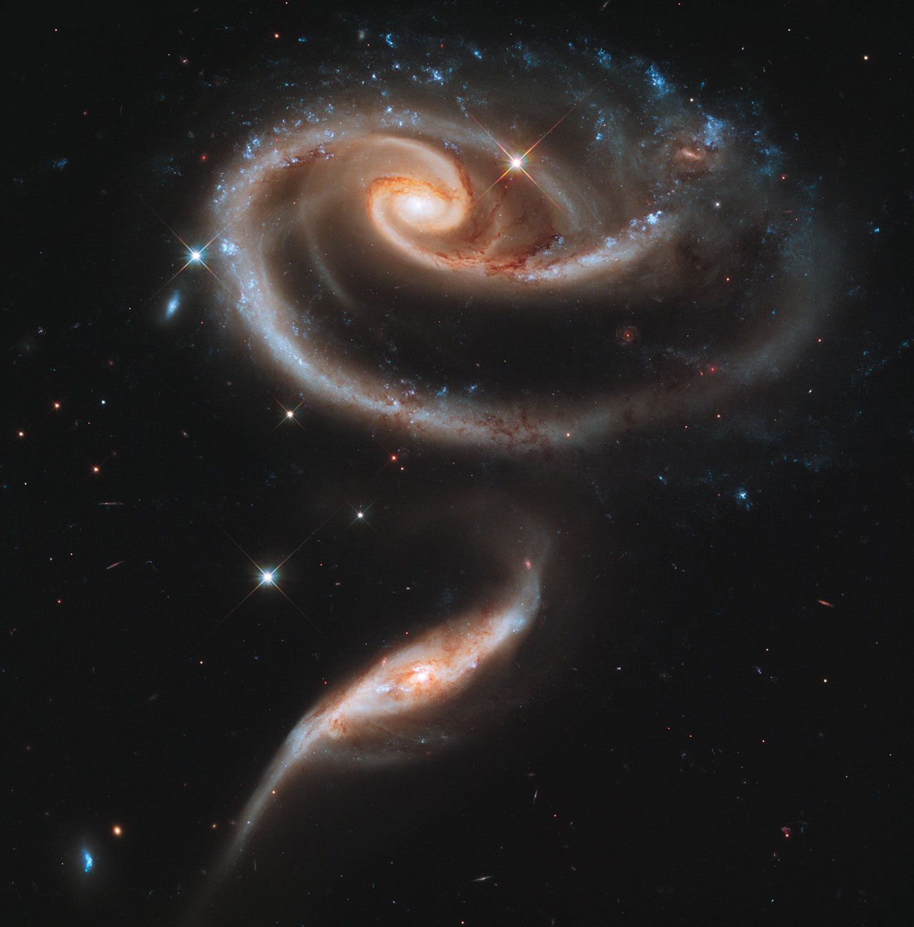 Systèmes de galaxies en interaction Arp 273 photo ESA/Hubble