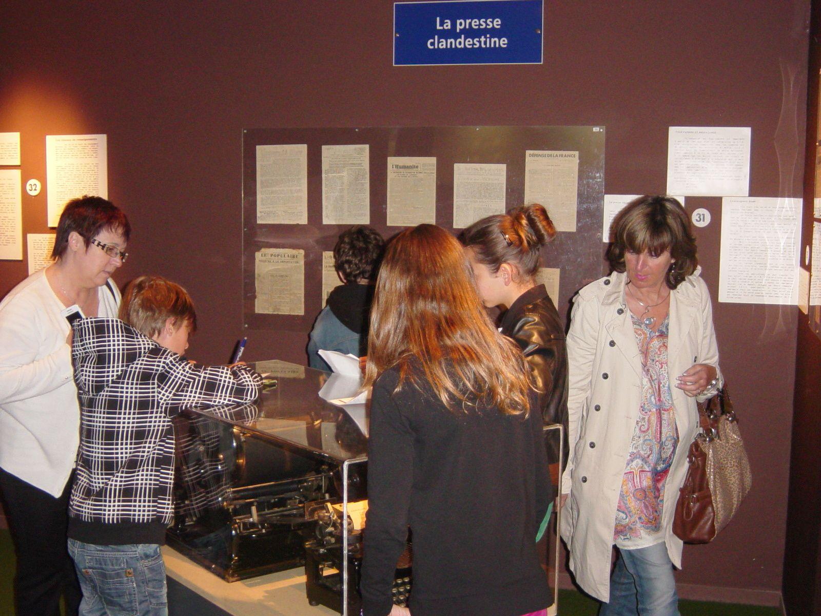 Visite studieuse du musée à la recherche des réponses au questionnaire.
