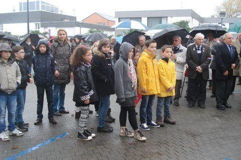 A noter la présence de nombreux élèves et professeurs des écoles de Ploemeur.