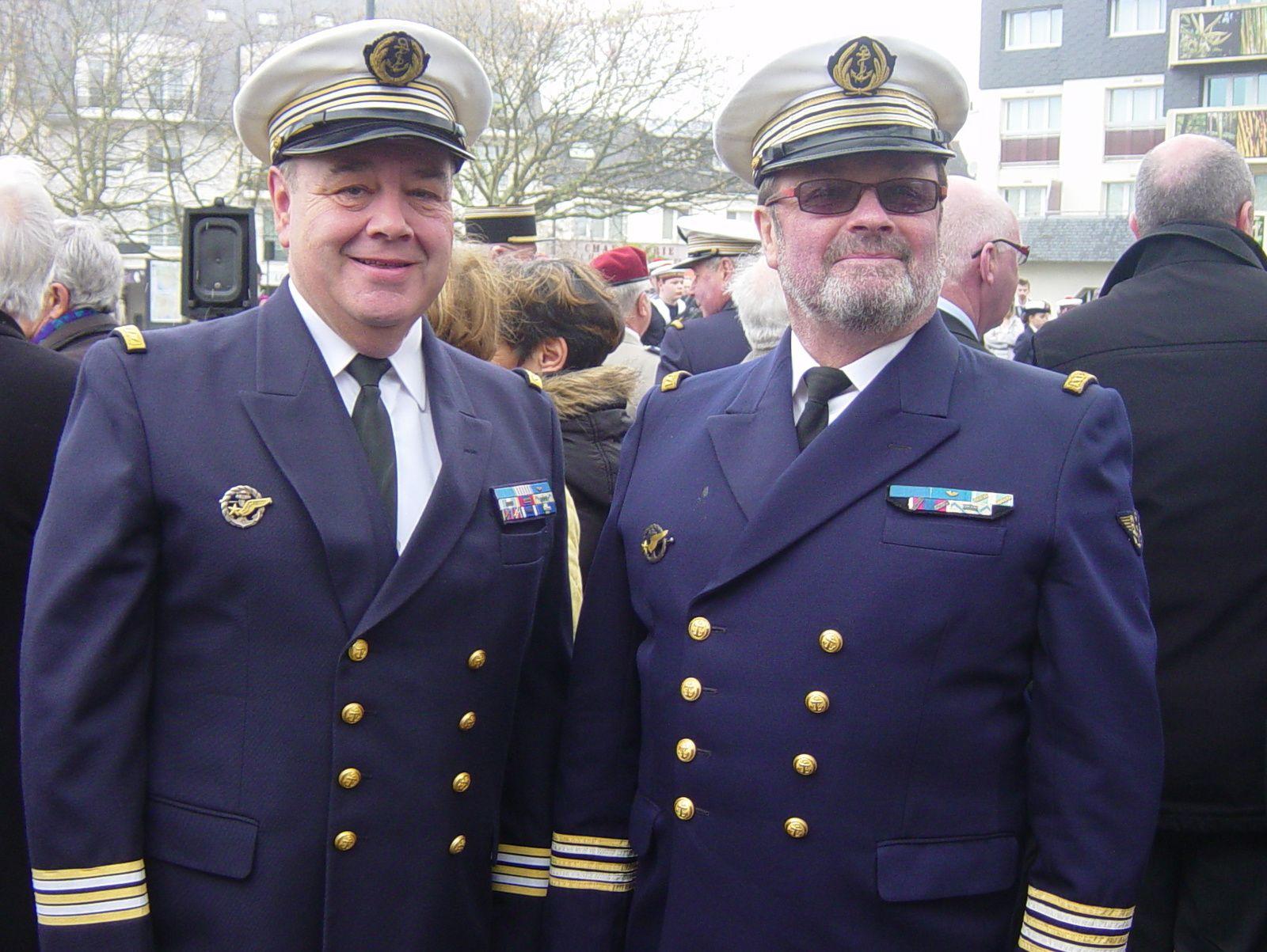 Joël Seveno et Philippe Troussard Président et Vice-Président du Souvenir Français de Ploemeur, en tenue de circonstance pour participer à la remise des insignes.