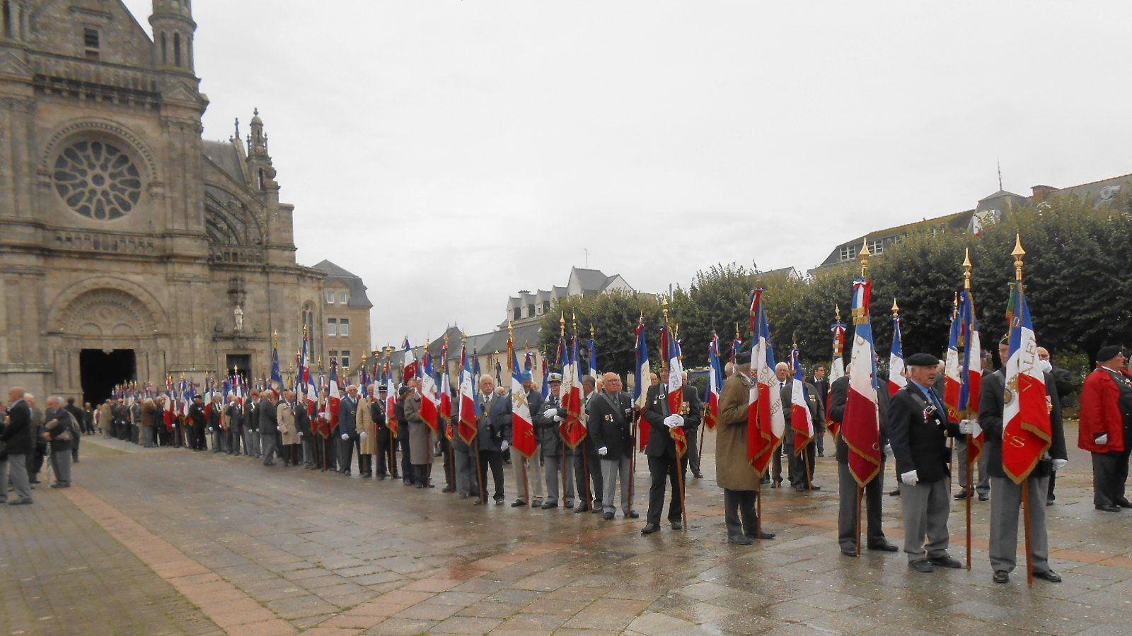 Hommage aux Bretons morts pour la France à Sainte-Anne d'Auray.
