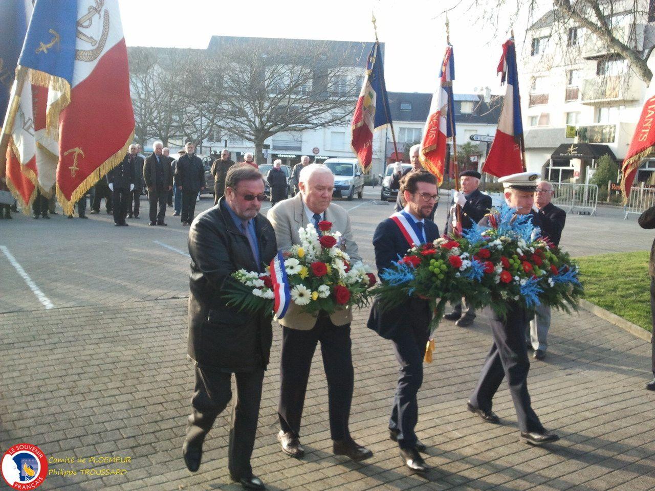 Allocution de Ronan Loas maire de Ploemeur et dépôt de gerbes en compagnie du CF Philippe Favier, de Jean Paul Le Moing  et de Joël Seveno.