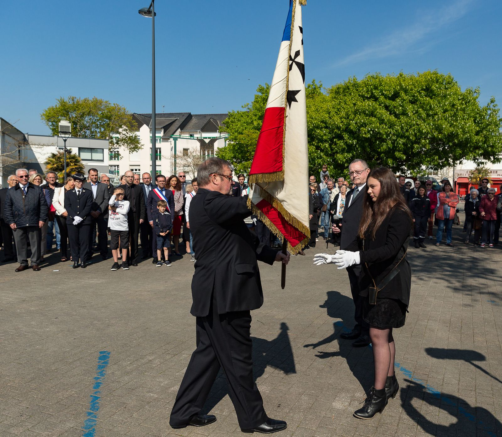 Retour en images sur la cérémonie du 8 mai . Un grand merci à Didier Rousseau pour ce beau reportage.