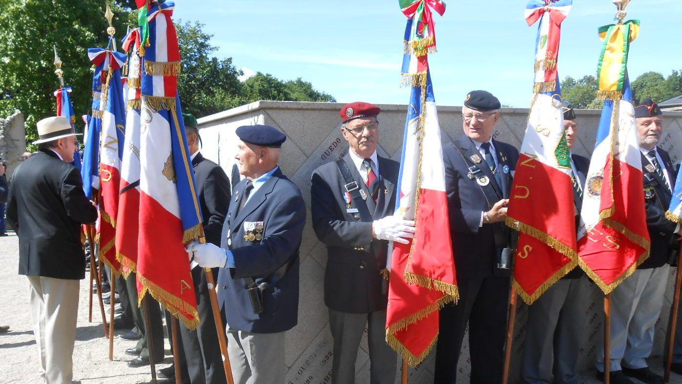 Un grand merci à nos porte-drapeaux.