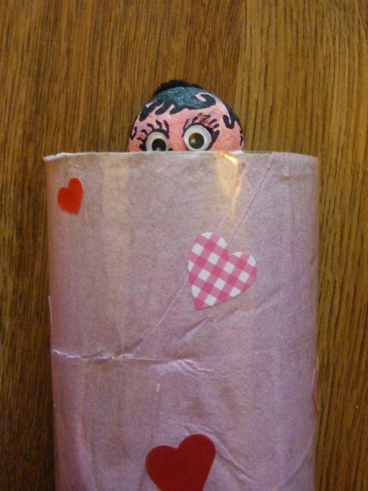 Marionnette coucou/cache-cache ou la permanence de l'objet