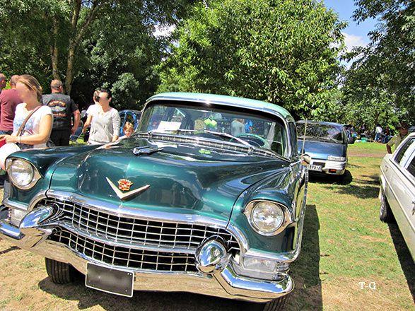 Brocante et voitures anciennes