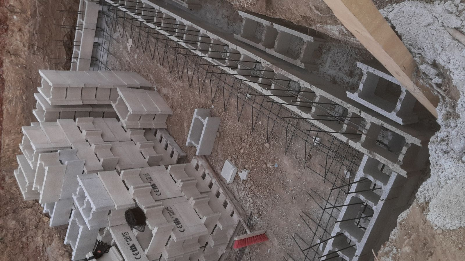 Construire sa piscine en beton simple faire escalier for Construire une piscine en dur