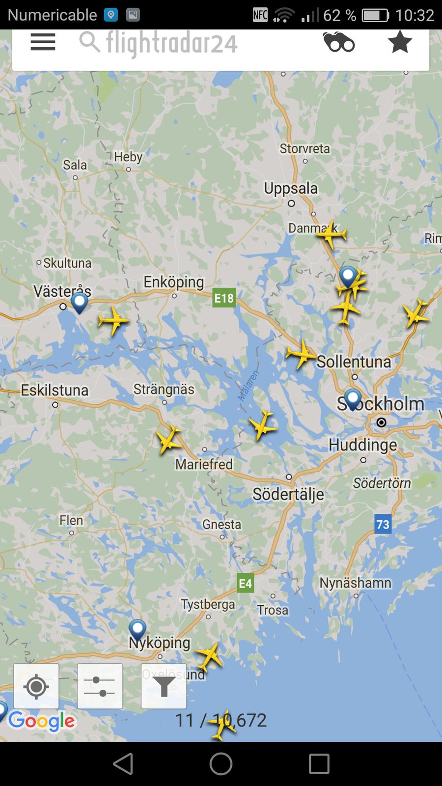 En bas, Nyköping-Skavsta. Pas mal de trafic sur Arlanda en haut de l'image.