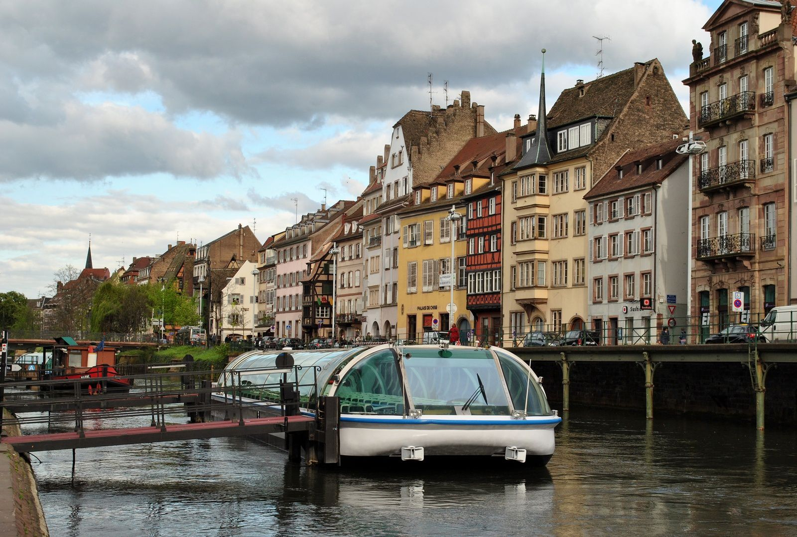 Strasbourg: Embarcadère du quartier de la Petite France. (Photo prise le 8.04.2014)