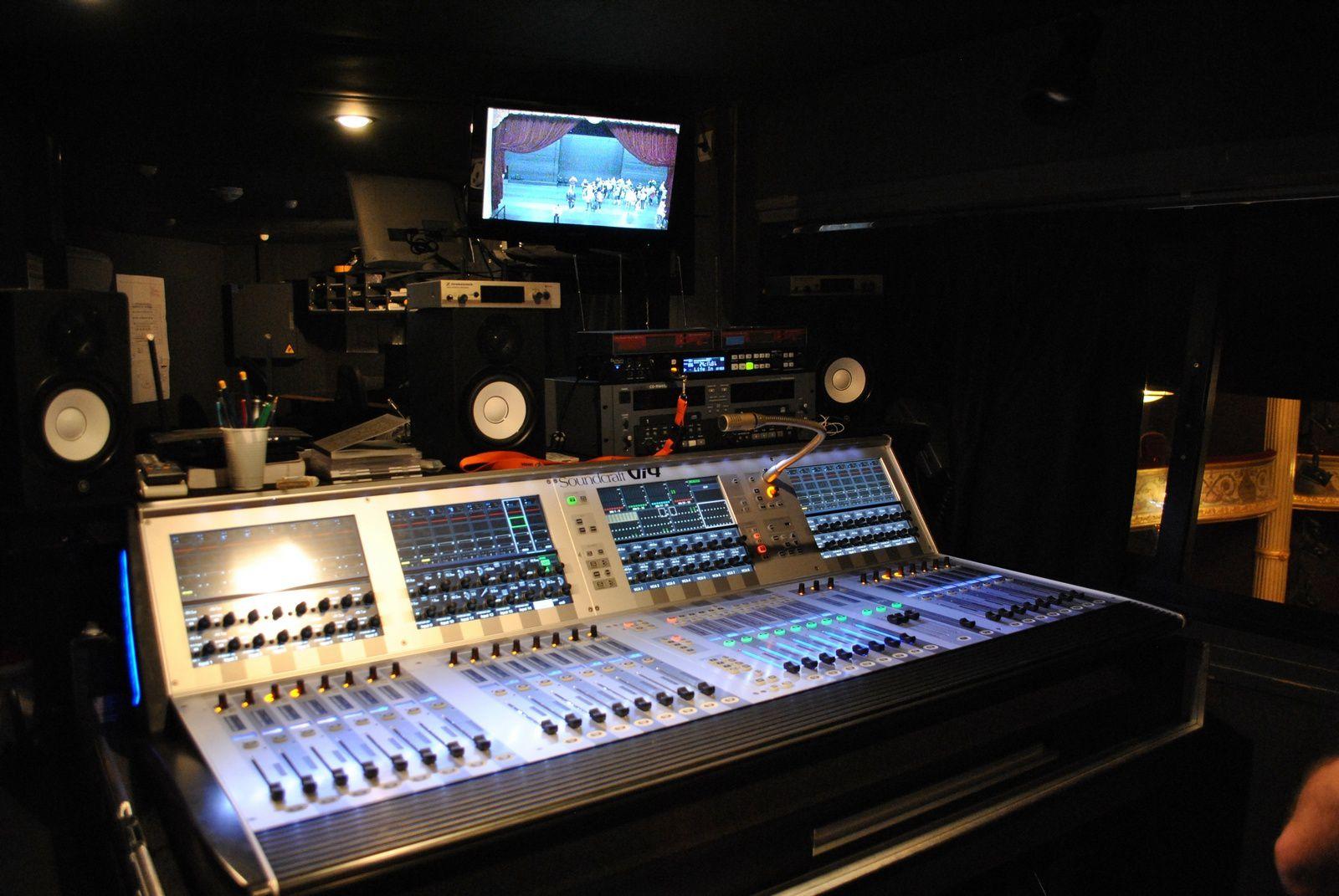 Théâtre d'Angers, régie son: (Photo prise le 21.09.2014)