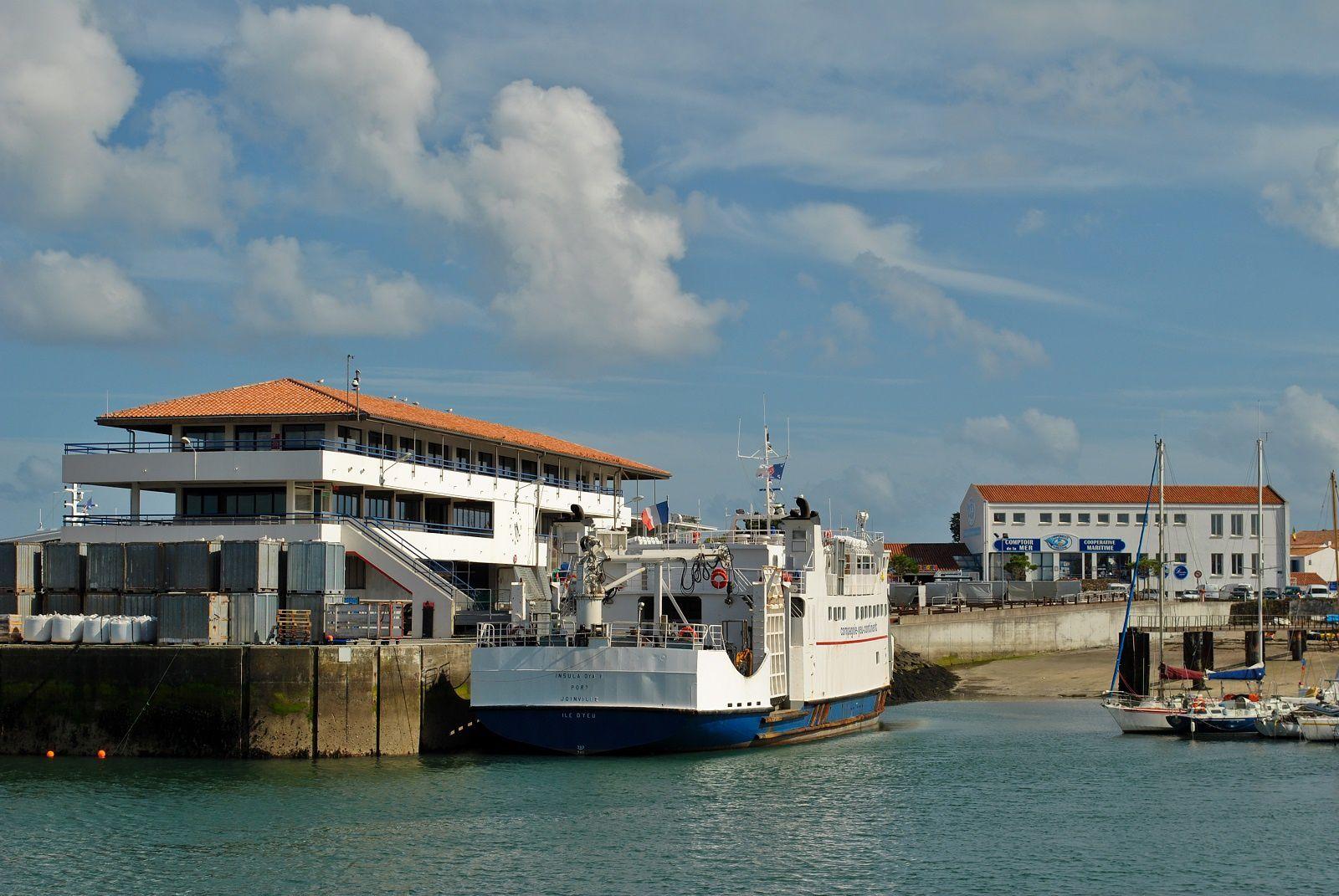 L'Ile d'Yeu: Port Joinville, la gare maritime. (Photo prise le 28.07.2013, rediffusion).