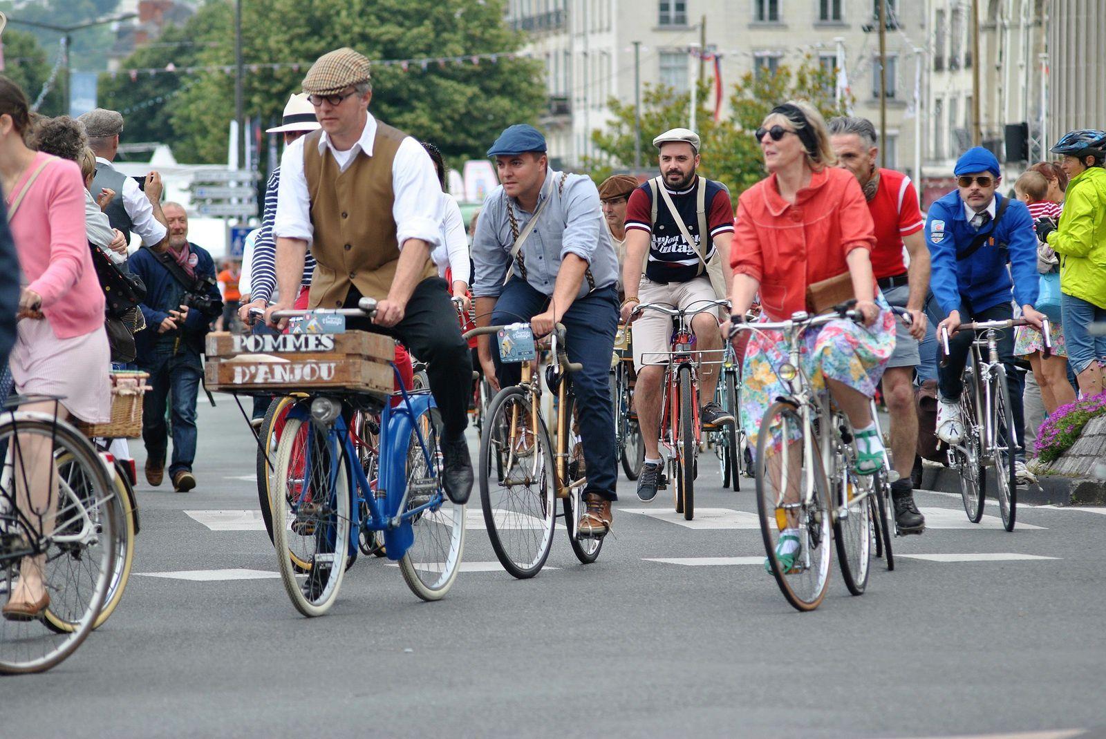 Saumur: Fête Anjou Vélo Vintage, la grande parade des vélos. (Photo prise le 18.06.2016).
