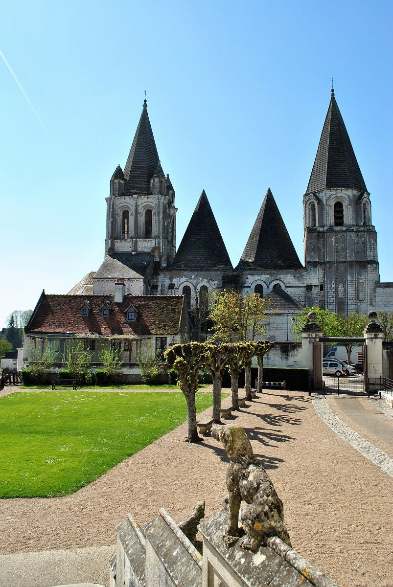 Loches: La cour du logis Royal (Photo prise en Avril 2017)