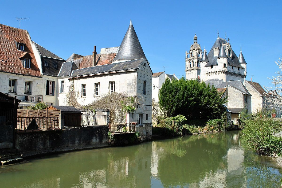 Loches: Le canal. (Photo prise en Avril 2017)