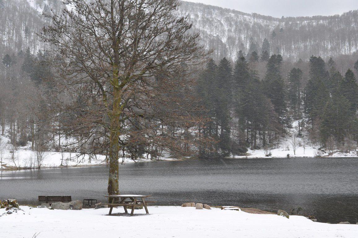 Petite tempête de neige sur le lac