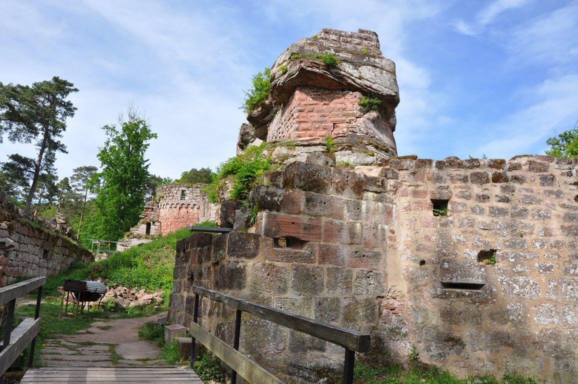 Entrée du château avec le bastion sud-est à droite