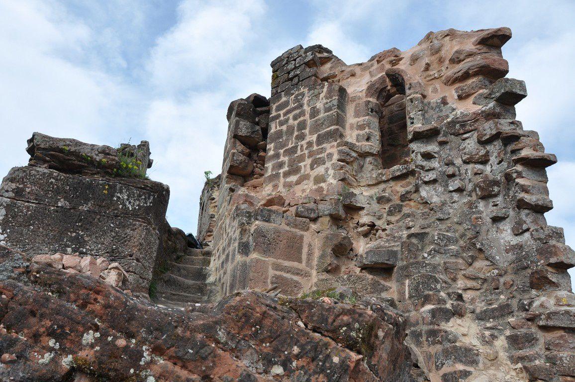 Vue sur une partie haute du château, récemment restaurée