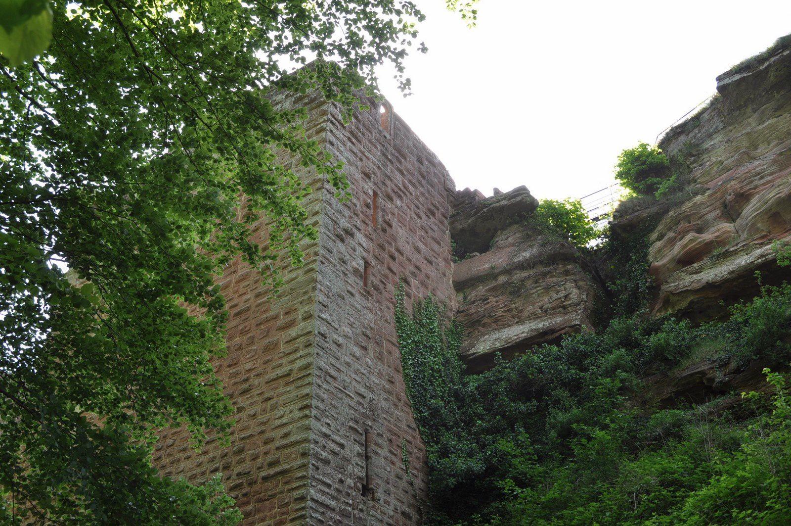 Au pied du château du falkenstein