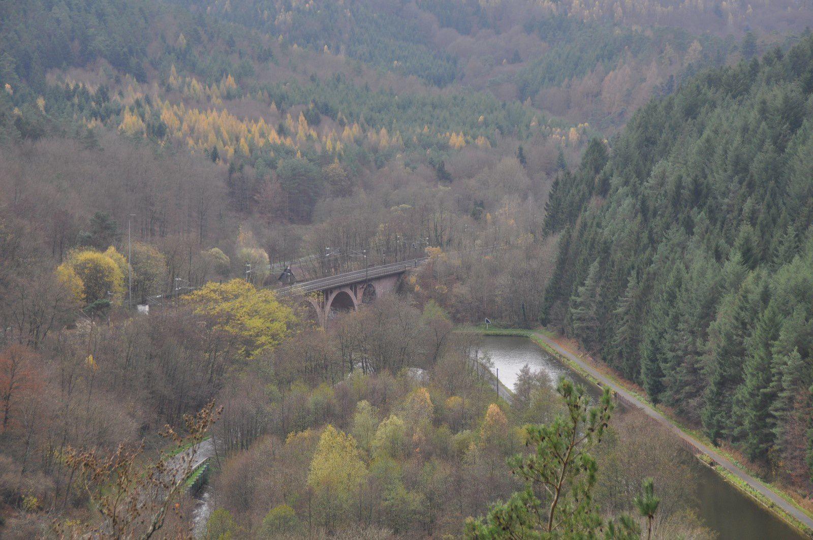 Près de la Roche du Viaduc avec la très jolie vue sur le viaduc et la vallée