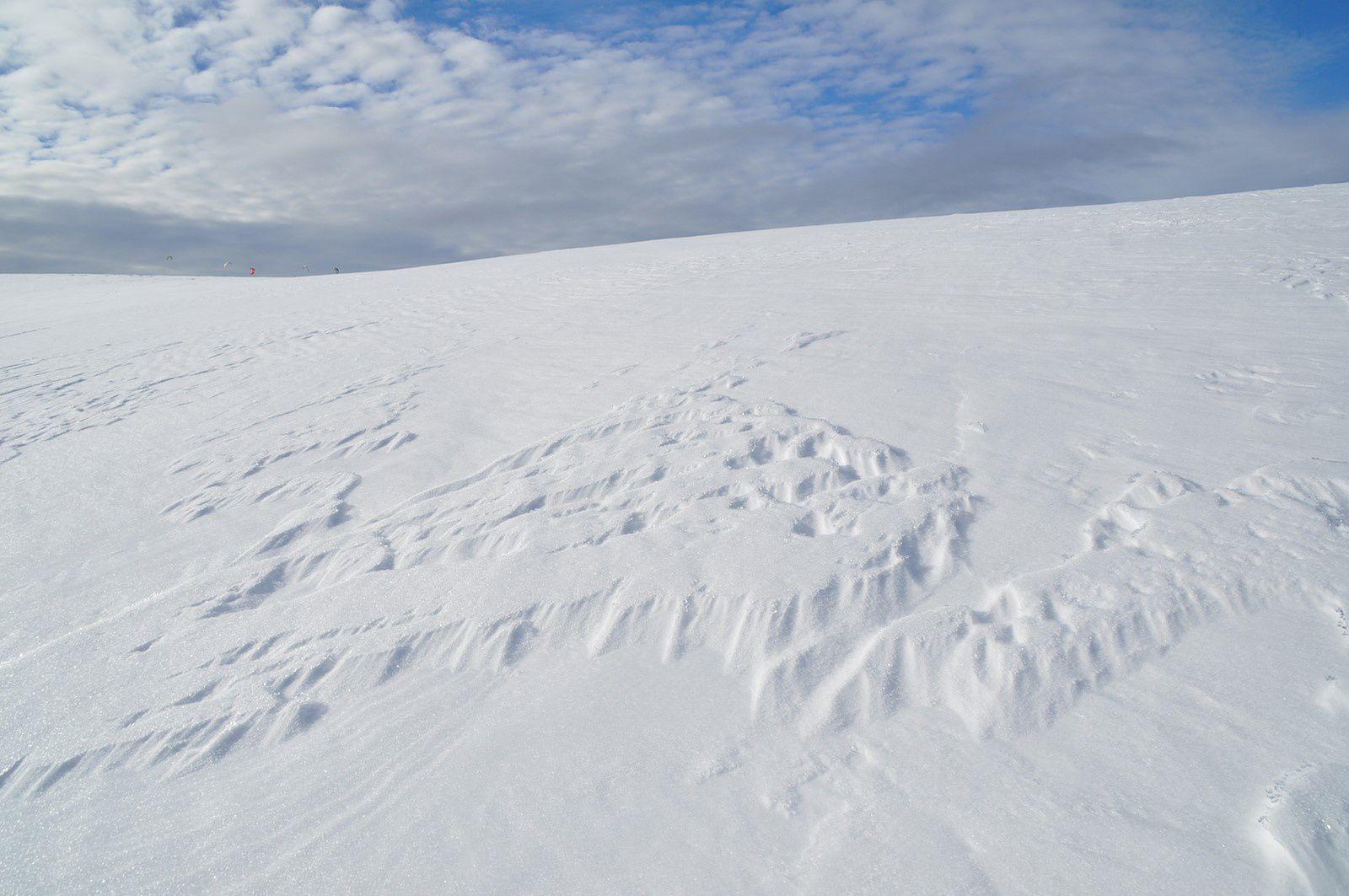 Le tapis moiré de la neige et l'immensité des Htes Chaumes.