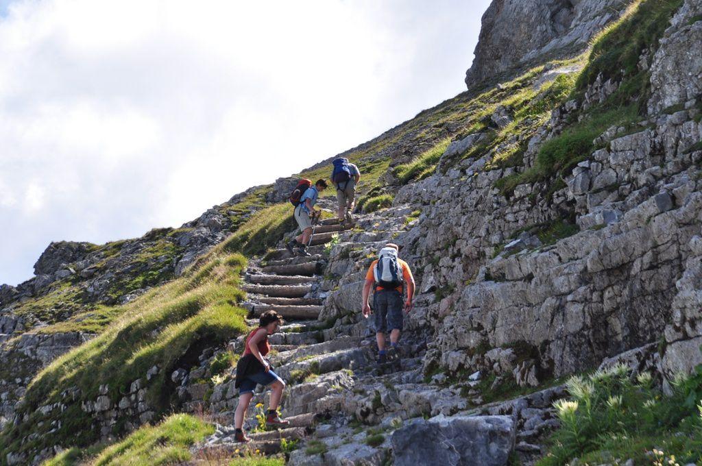 le Sagistalsee au premier plan, le lac de Brienz et la belle montée de la Sägissa