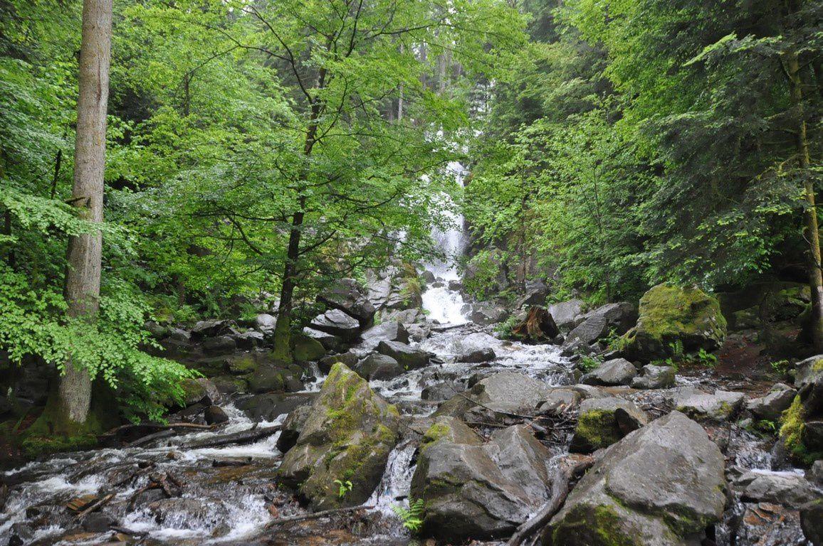 """La  """"grande"""" , une superbe cascade d'une hauteur de 32 m"""