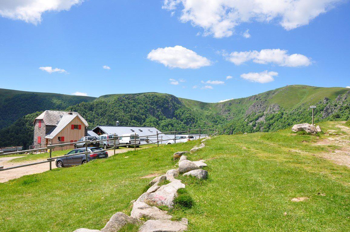Le Petit Hohneck , le lac de schiessroth et la Ferme Auberge du même nom