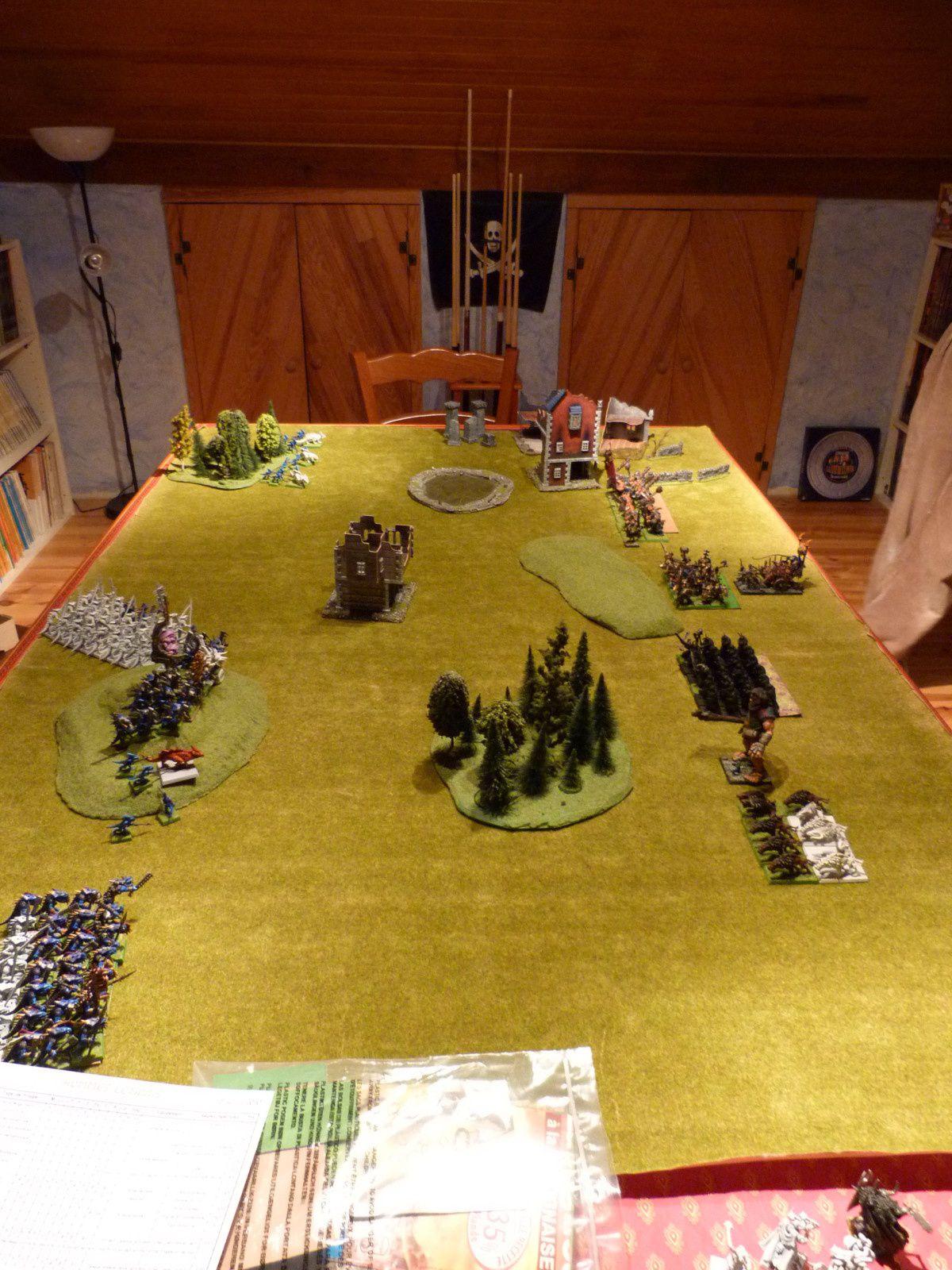 … comme de l'autre, nous voyons bien la tactique du flanc refusé par les hommes-lézards !
