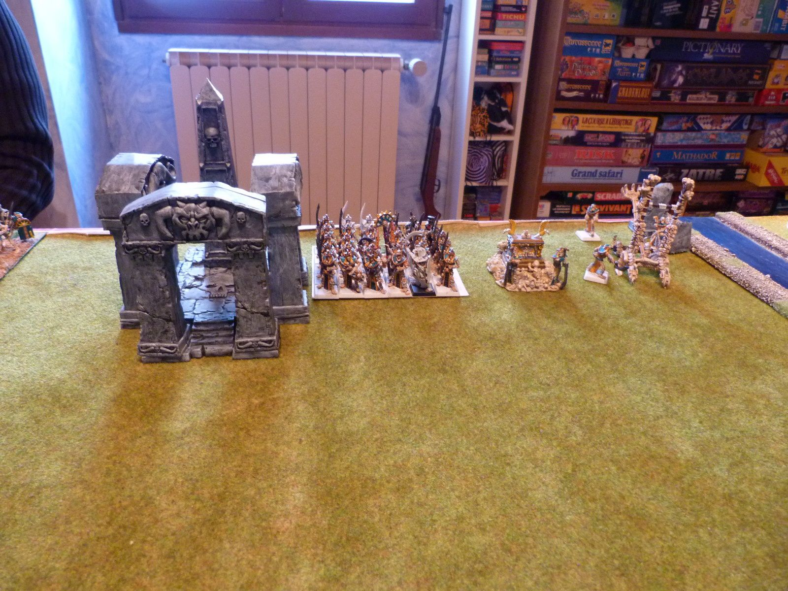 ... 30 gardiens des tombes avec un prince des tombes, une arche et une catapulte.