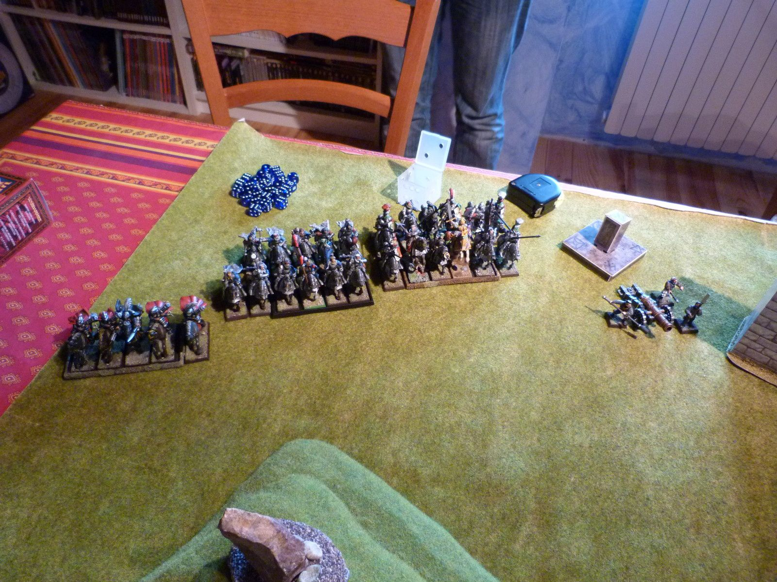 5 escorteurs, 10 chevaliers du loup blanc (cercle intérieur + arme lourde) et une grande bannière, 10 chevaliers de la Reiksguard + grand maître et prêtre guerrier, un grand canon...