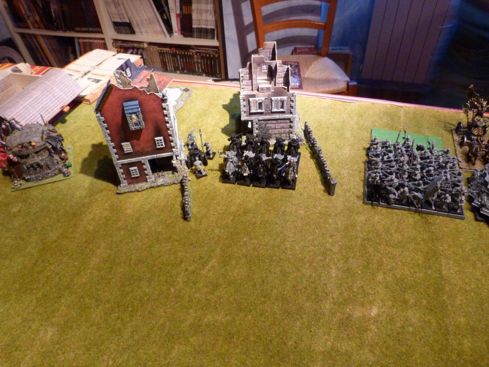 Un mortier (au beau milieu d'un village en ruine), 10 chevaliers, 50 hallebardiers avec un sorcier de la lumière niveau 2...