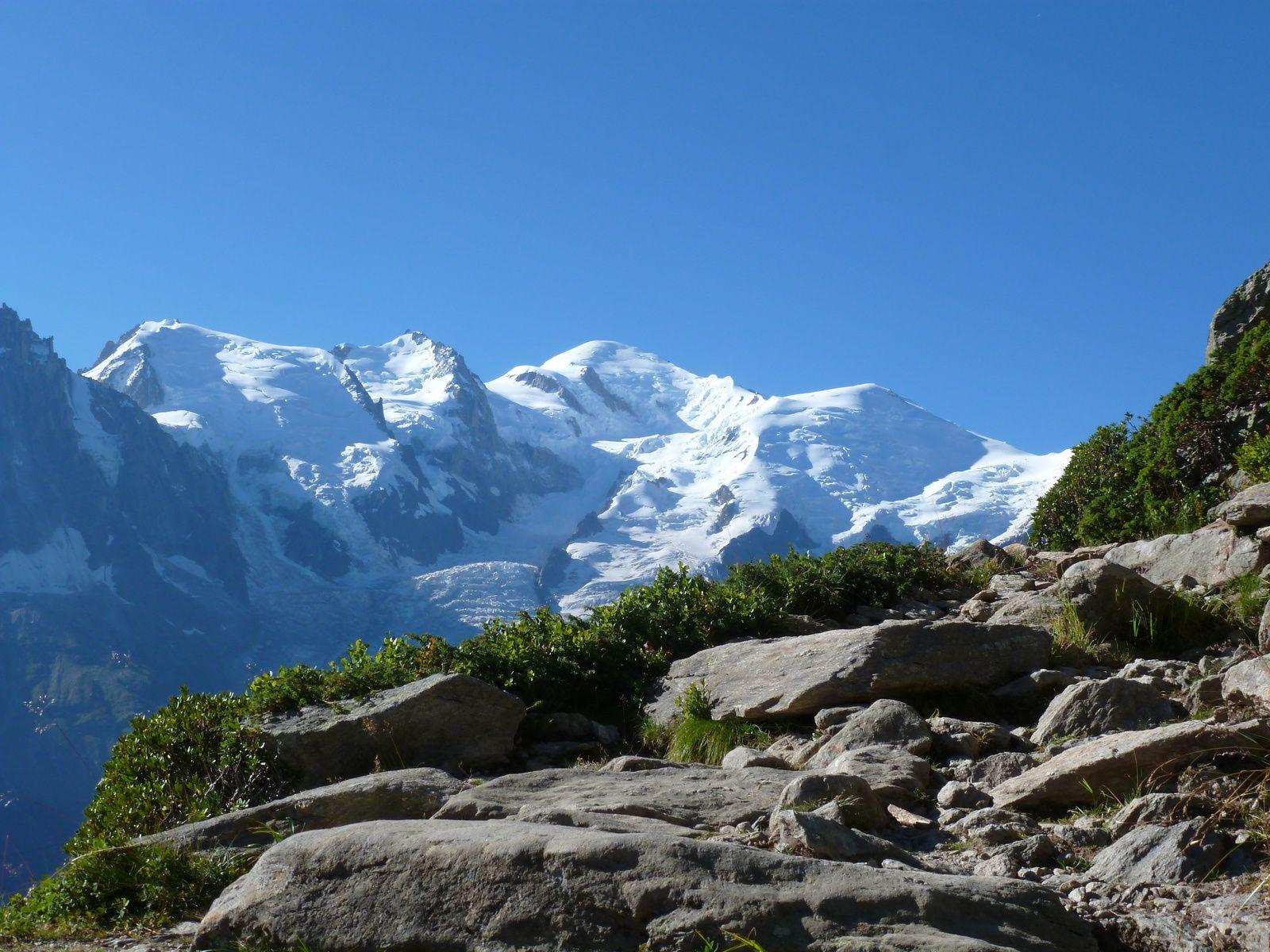Sentier avec vue sur le Mt-Blanc