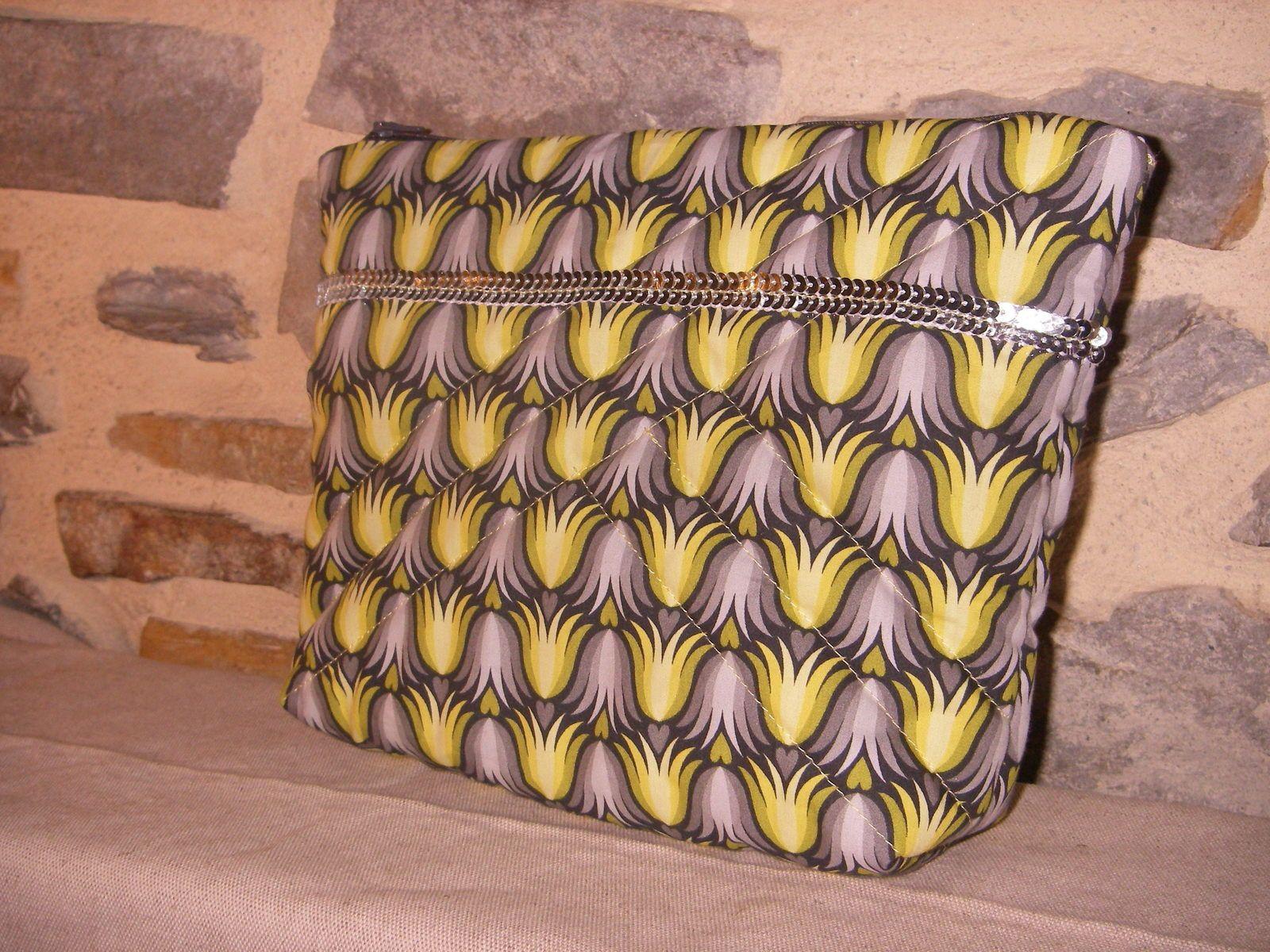 Coton Hilco design Hamburger Liebe Dutch love tulipe gris/jaunede chez Ty Florian, matelassage aussi, enduit gris a pois aussi.