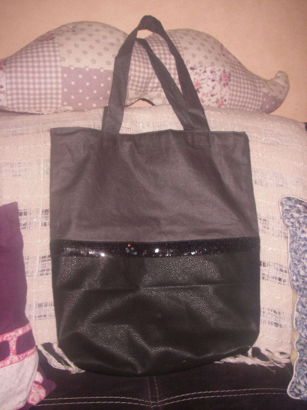 un tote bag a paillettes le blog de les petites cr ations de miss babylou. Black Bedroom Furniture Sets. Home Design Ideas