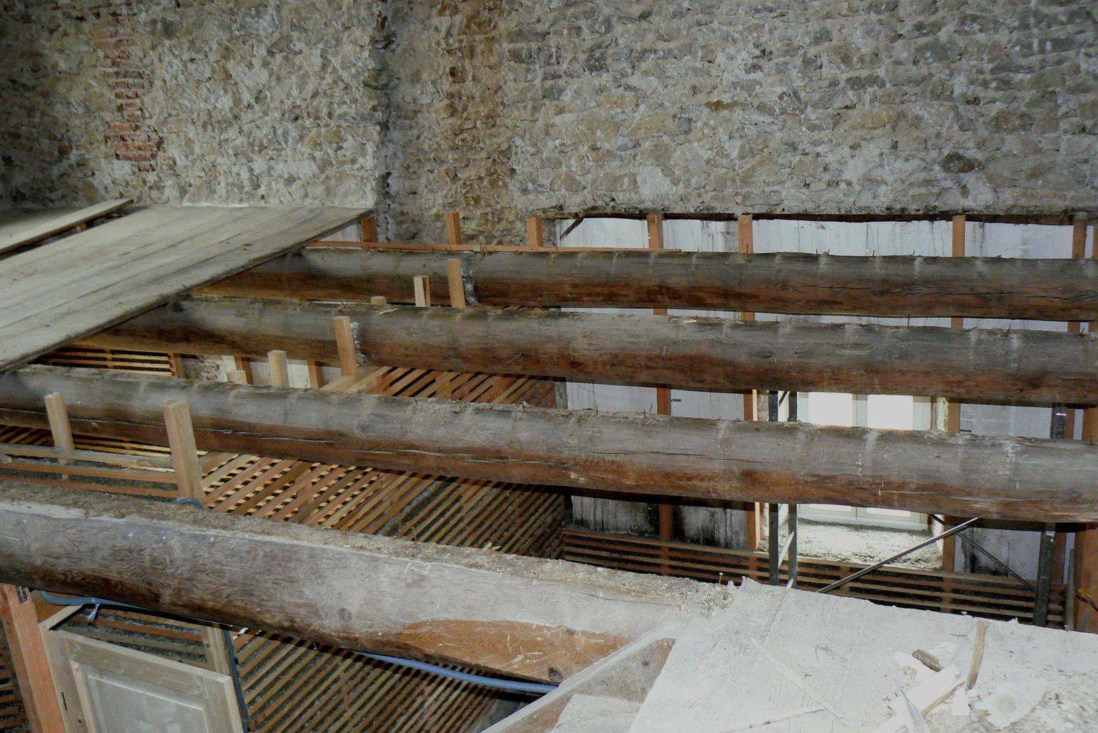 Nettoyage des poutres du deuxième étage
