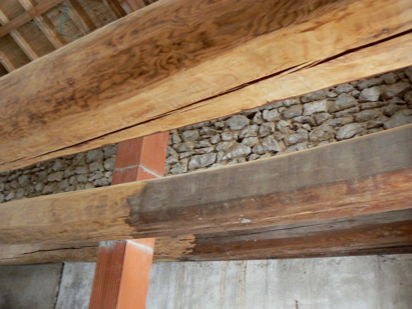 r novation d 39 une ferme auvergnate des fondations la toiture restauration cologique d 39 une. Black Bedroom Furniture Sets. Home Design Ideas