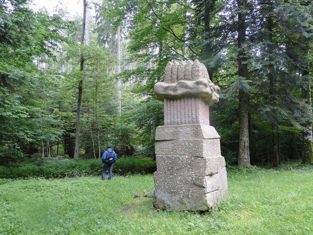 """Une botte d'asperges d'après Vincent une gerbe de blé d'après moi. En fait la sculpture 7, Yukichi INOUE (Japon) Nuage, du sentier de sculptures """"In Situ"""" des géants du Nideck."""