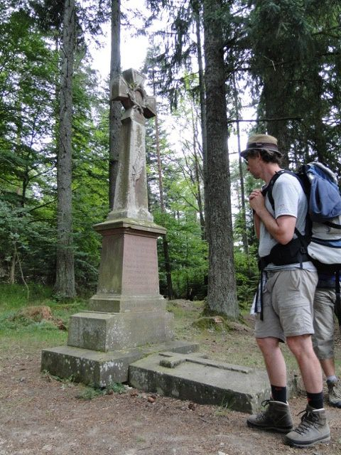 Nous sommes toujours sur le sentier historique côté sud du Reichsackerkopf.