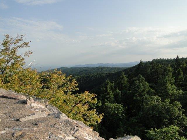 Le Bilstein Alsacien offre un magnifique 360° sur les Vosges et la mer de forêt.