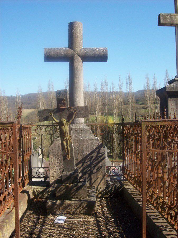 Le cimetière d'Autun - rue de la Maladière 71400 Autun.