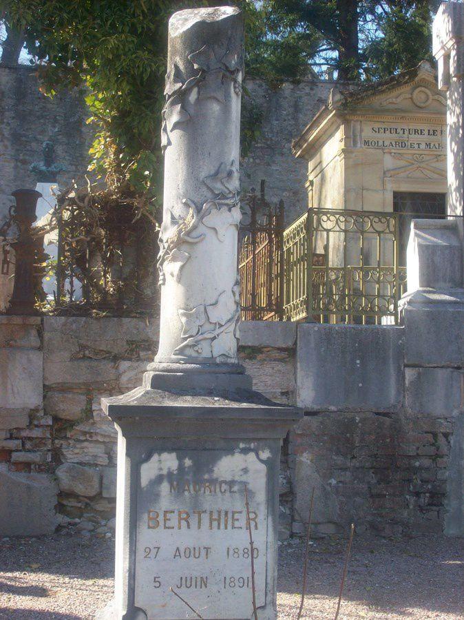 Différentes pierres tombale du cimetière d'Autun - Rue de la Maladière - 71400 Autun.